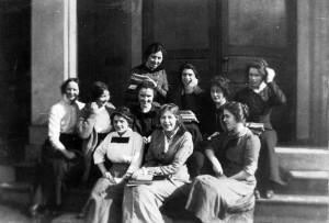 Group_photo_of_women_students (1)