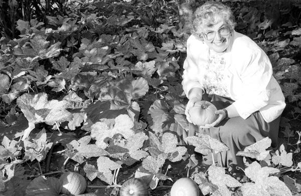 Judy Newton in pumpkin patch in Botanical Garden, 1991